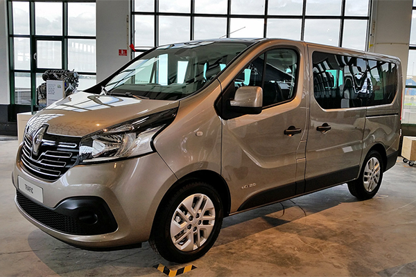 Renault_Trafic_2014_Artos_Tour